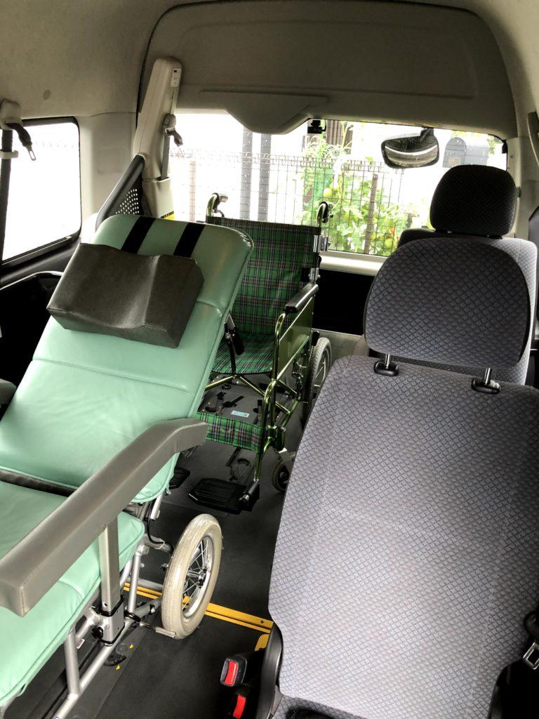 介護付き旅行サービス東京さんぽの車両はハイエースワイドスーパーロングです